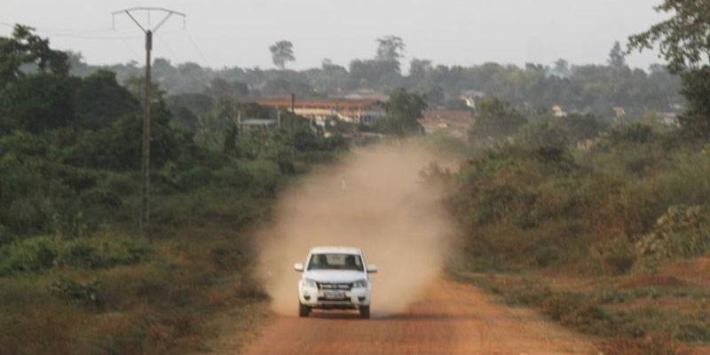 L'axe M'Batto – Anoumaba – Céchi attend d'être bitumé afin de rapprocher le département de la capitale économique.(DR)°