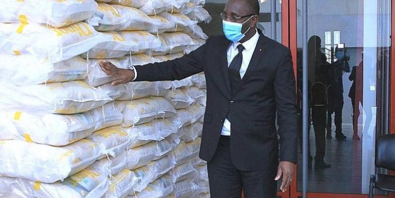 Souleymane Diarrassouba, ministre du Commerce et de l'industrie, invite les établissements commerciaux accueillant du public à respecter les mesures barrières. (DR)