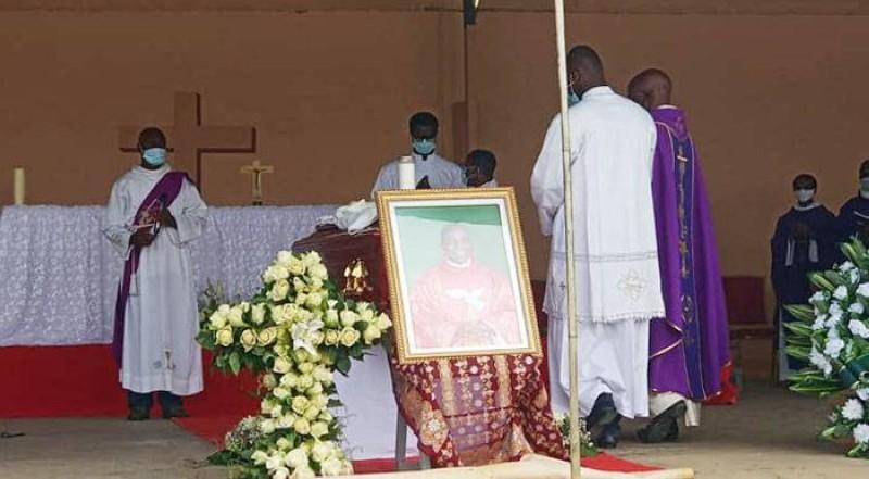 Le père Sinsin Bayo a été inhumé au Petit séminaire de Bingerville. (DR)