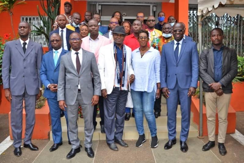 Une photo de famille a sanctionné la cérémonie de signature de convention. (DR)
