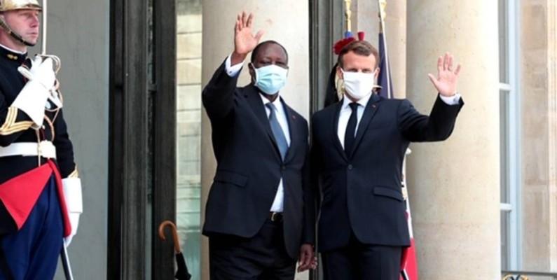 Les Présidents Alassane Ouattara et Emmanuel Macron. (DR)