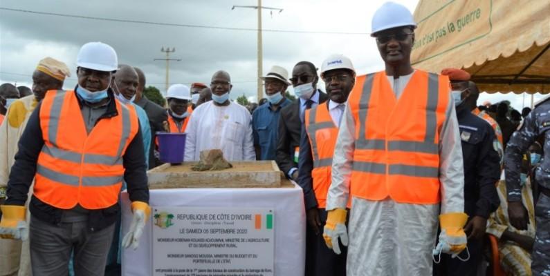 Kouassi Adjoumani et Moussa Sanogo sur le site du projet à Koro. (Photos : DR)