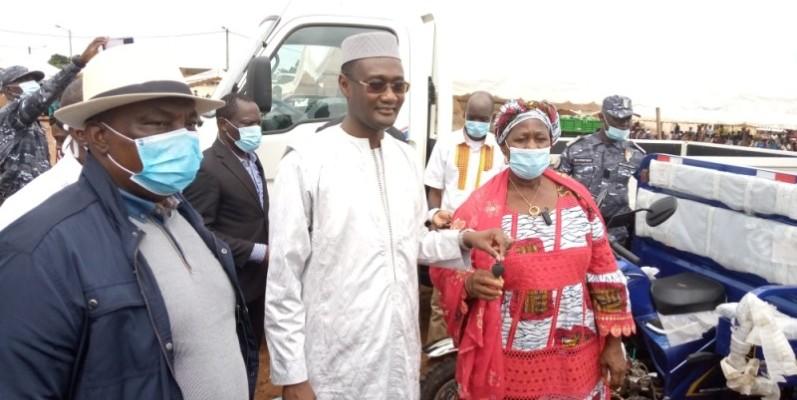 Les ministres Kobenan Adjoumani et Moussa Sanogo ont exprimé le soutien du gouvernement au monde agricole. (DR)