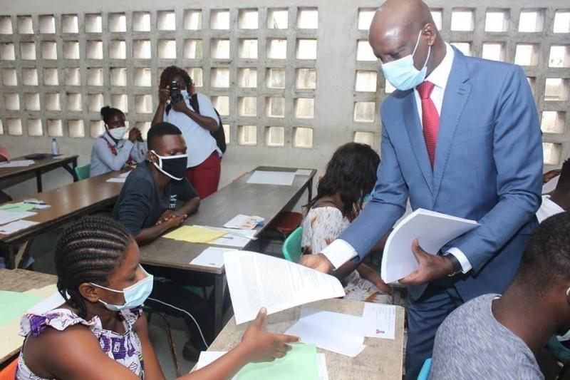 Le ministre Adama Diawara a exhorté les étudiants à s'abstenir de tout acte pouvant compromettre leur réussite. (Dr)