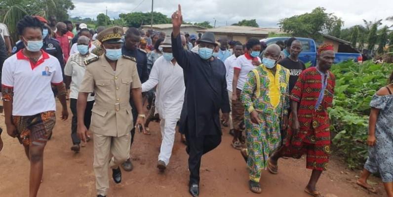 Kobenan Kouassi Adjoumani accueilli en fanfare à Bagaséou, dans le département de Guibéroua. (DR)