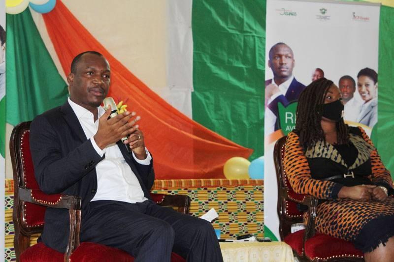 Le ministre Mamadou Touré et la secrétaire d'Etat, Dogo Myss Belmonde, ont appelé les jeunes de Bongouanou à faire preuve de responsabilité.(DR)