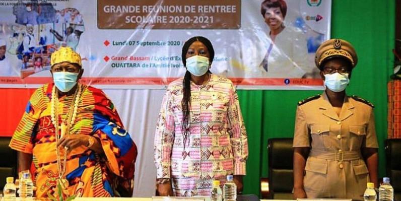 La ministre Kandia Camara (au milieu) rassure les partenaires sociaux. (DR)