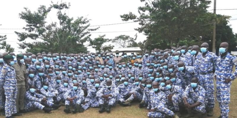 Les nouvelles recrues, après leur formation, toutes heureuses d'intégrer la marine nationale. (Dr)