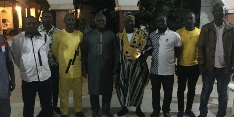 L'ancien ministre Hubert Oulaye (au centre) a félicité les initiateurs de l'évènement. (Dr)