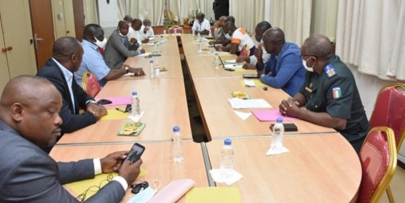 Les membres de la Ligue professionnelle de football en pleine concertation. (DR)