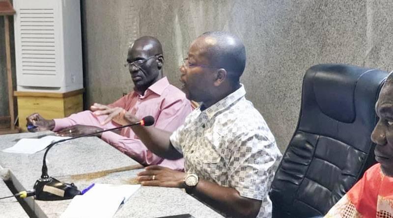Le maire de Tiassalé, Assalé Tiémoko (au micro), a supprimé les cotisations Coges dans sa commune. (Sercom Mairie de Tiassalé)