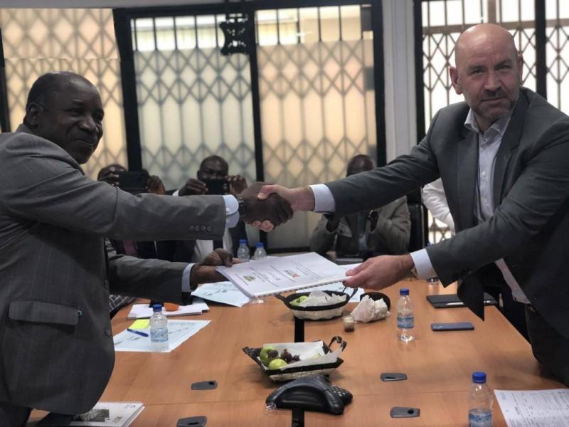 L'extension des cités universitaires permettra à l'Université Felix Houphouët Boigny de bénéficier de 500 lits pour les jeunes filles et 2000 lits pour l'université d'Abobo-Adjamé.