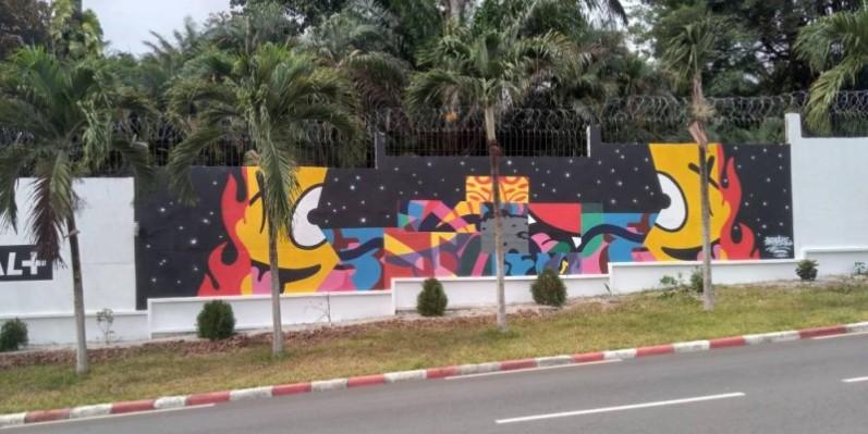 Une fresque muraille réalisée par Barnabé sur la façade de la galerie Art'Time. (DR)