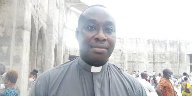 Père Akmel Donatien, Aumonier militaire national. (Marie Ange Akpa)