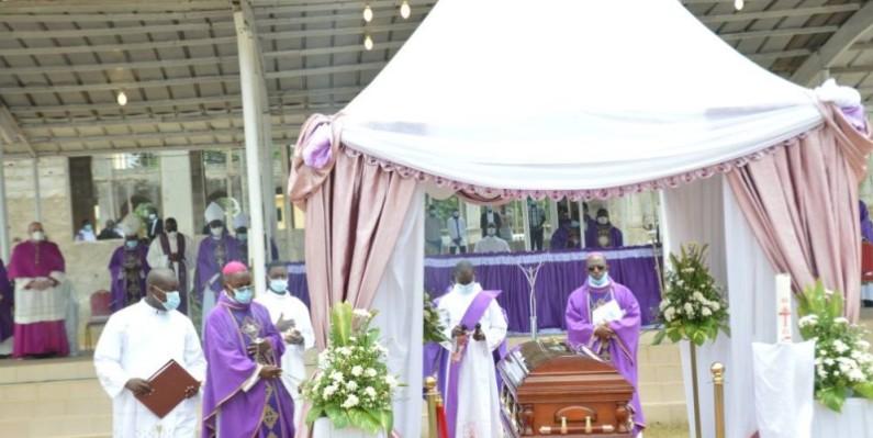 Mgr Laurent Akran Mandjo, évêque émérite du diocèse de Yopougon, a été inhumé ce vendredi. (Julien Monsan)