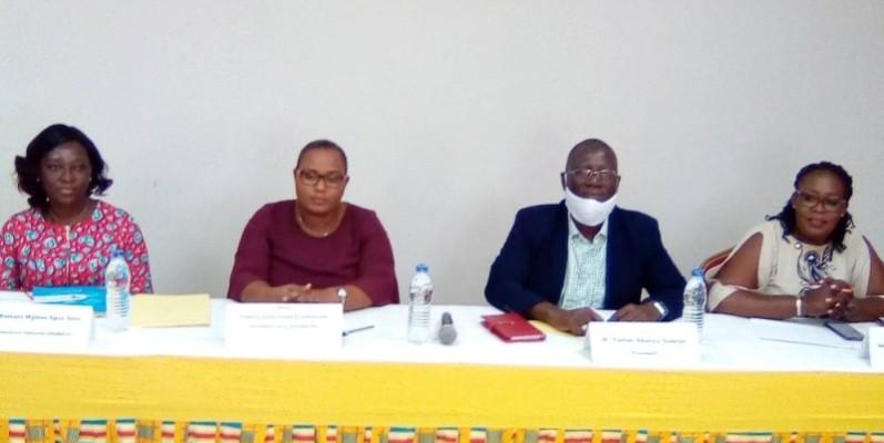De droite à gauche, Solange Aralamon (Sg du Gnre-ci), Yoman Ekanza Gabriel (président), Tomou Nanan (1ère vice-présidente) et Mme Kamara Mylène épse Soro (coordonnatrice de Wanep-ci). (Franck YEO)