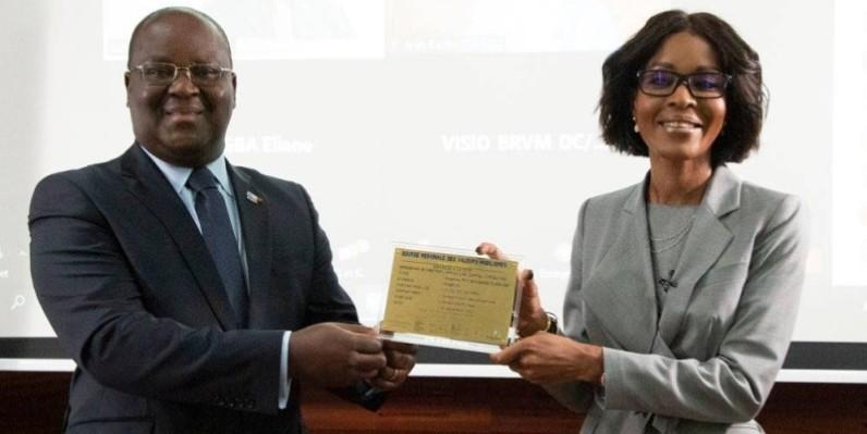 Dr Edoh Kossi Amenounvé (Dg Brvm) et Mme Janine Kacou Diagou (Dg Groupe Nsia). (DR)