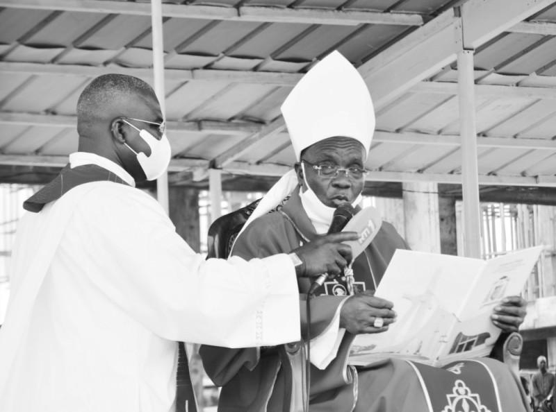 Son éminence Jean Pierre Cardinal Kutwa a fait une homélie ponctuée par des chants. (Julien Monsan)