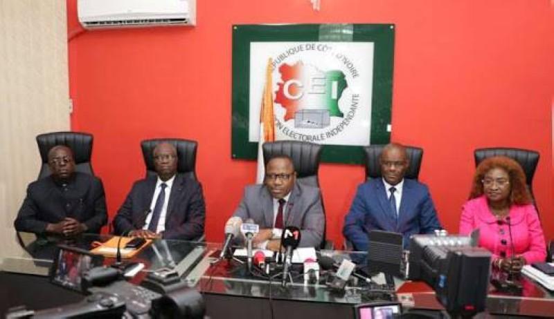 Des membres de la CEI. Au centre le président de l'Institution, le magistrat Ibrahime Kuibiert-Coulibaly (DR)