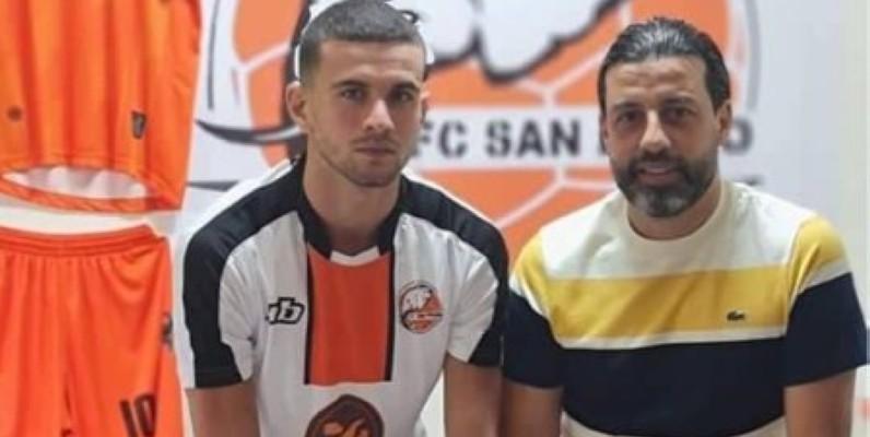 Medded Youssef (à gauche) en compagnie de Jani Tarek, l'entraîneur du FC San Pedro. (DR)