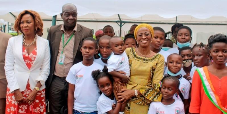 Ramata Ly-Bakayoko a communié avec les tout-petits, à l'occasion de la commémoration de la Journée de l'enfant africain. (DR)