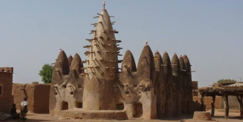 Une mosquée d'architecture soudanaise située dans le nord de la Côte d'Ivoire. (DR)