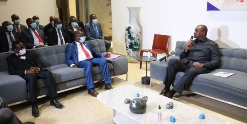 Le Premier ministre Hamed Bakayoko (à droite) lors de la rencontre. (Dr)