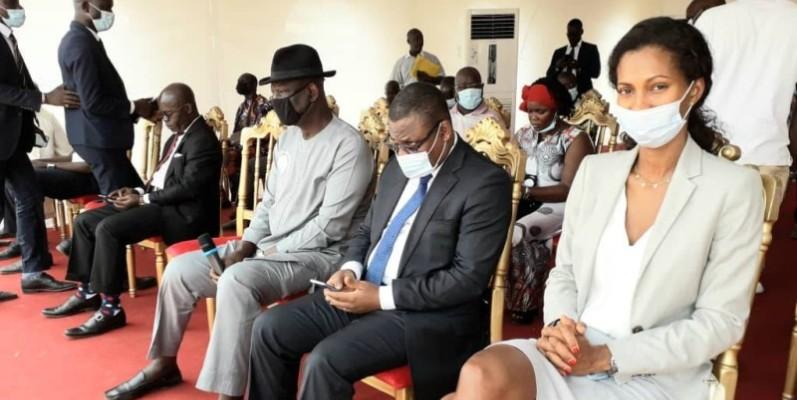 Une vue de personnalités présentes à la cérémonie de don. (Sercom)
