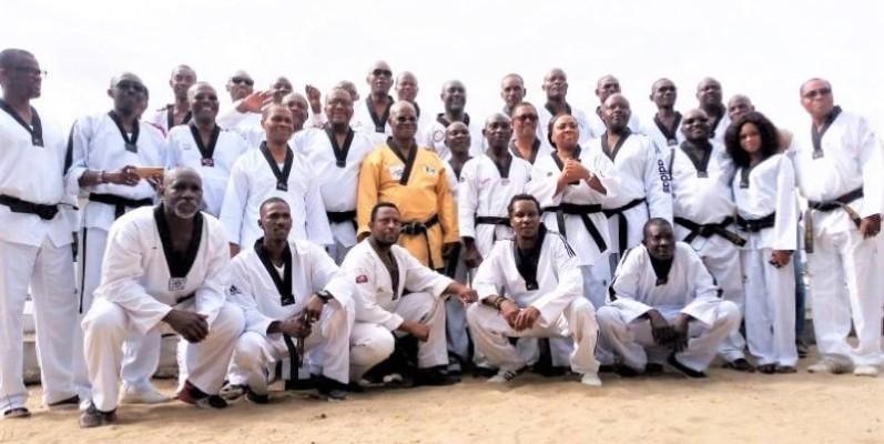 Le Grand maître Lucien Kraidy (CN 7e Dan) entouré de ses disciples oeuvrent pour le rayonnement de la discipline dans le pays. (DR)
