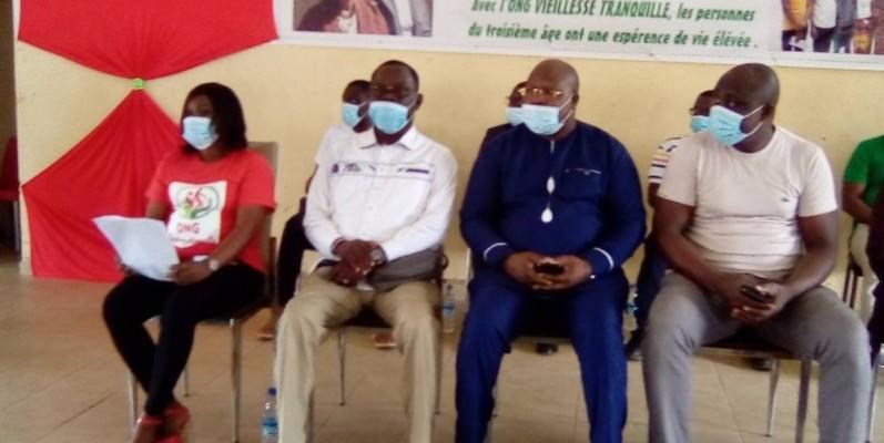 Une vue des responsables de la mairie d'Abobo et de la présidente de l'Ong. (Franck YEO)