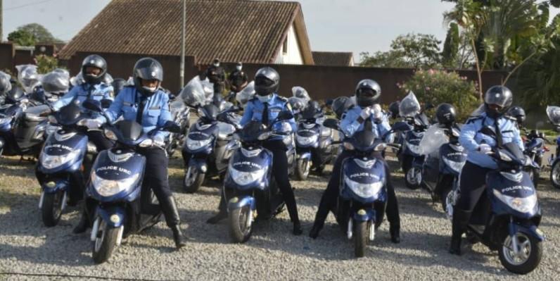 Les policiers ont promis de faire bon usage des engins roulants reçus. (DR)