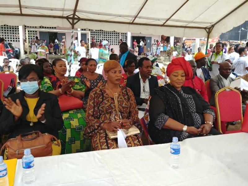 N'Da Kassi Chantal (à l'extrême gauche), représentant la ministre de l'Education nationale, de l'Enseignement technique de la Formation professionnelle. (DR)