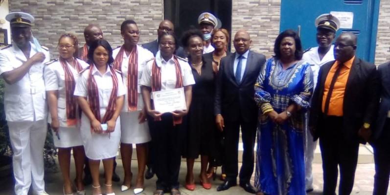 La photo de famille à l'issue de l'installation de la cellule genre du ministère chargé des Affaires maritimes. (Franck YEO)