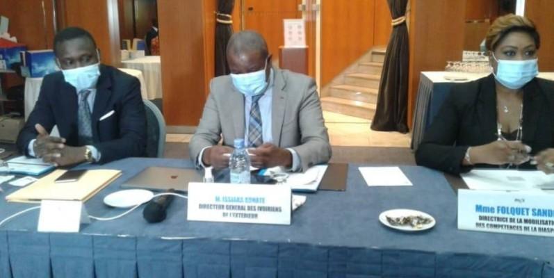 La cérémonie d'ouverture a été présidée par Sylla Kalilou (à gauche), directeur de cabinet du ministre de l'Intégration africaine et des Ivoiriens de l'extérieur. (DR)