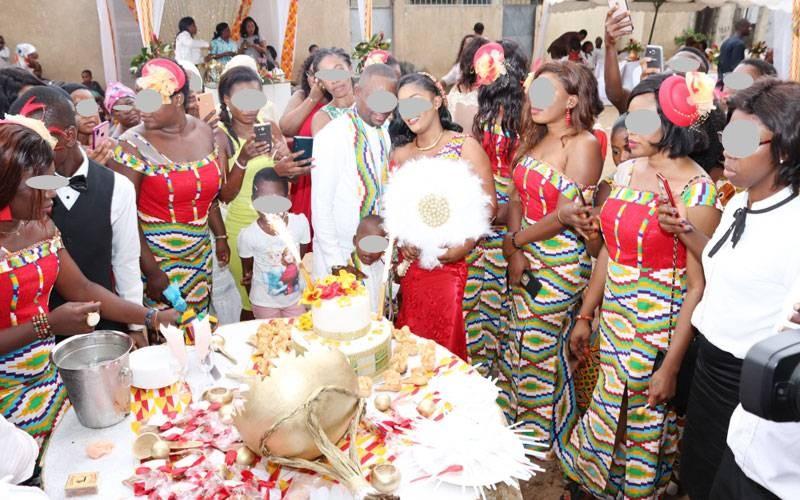 Les cérémonies de dot sont désormais de véritables fêtes à l'occidental avec coupure de gâteau. (G. GABO)