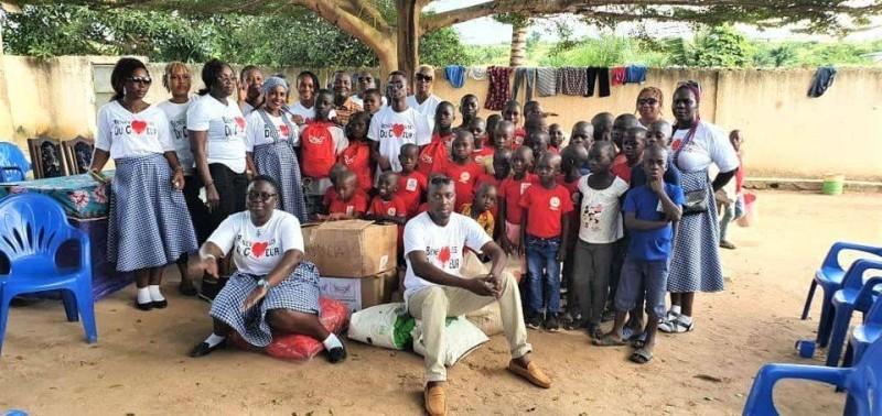 Photo de famille orphelinat Emmanuel de Gagnoa (DR)