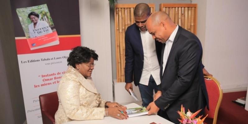 Plusieurs personnalités du monde culturel, économique et politique ont pris part à la cérémonie de dédicace du livre hommage de Laure Olga Gondjout. (Dr)