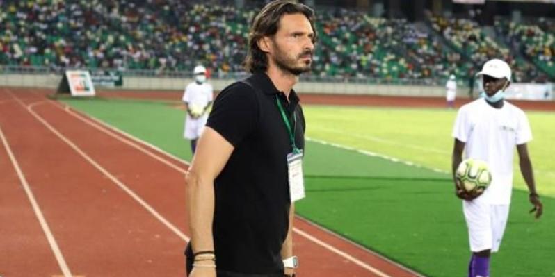 L'entraîneur de l'Asec est fier de son équipe après le match contre l'Africa. (DR)