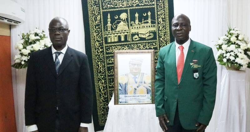 M. François Allah-Yao, directeur du cabinet du ministre des Sports (à gauche) et le président Bamba Cheick ont rendu un vibrant hommage à l'illustre disparu. (DR)