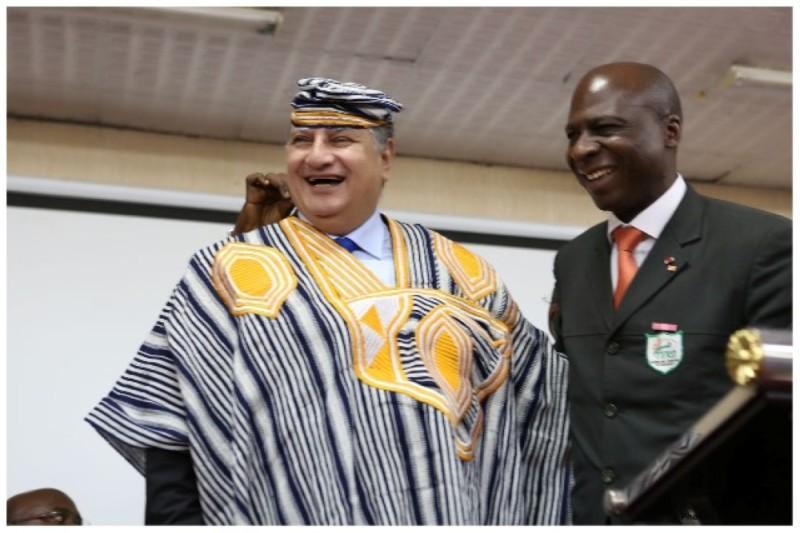 Le général Fouly, en tenue traditionnelle, aimait particulièrement l'hospitalité des Ivoiriens. (DR)