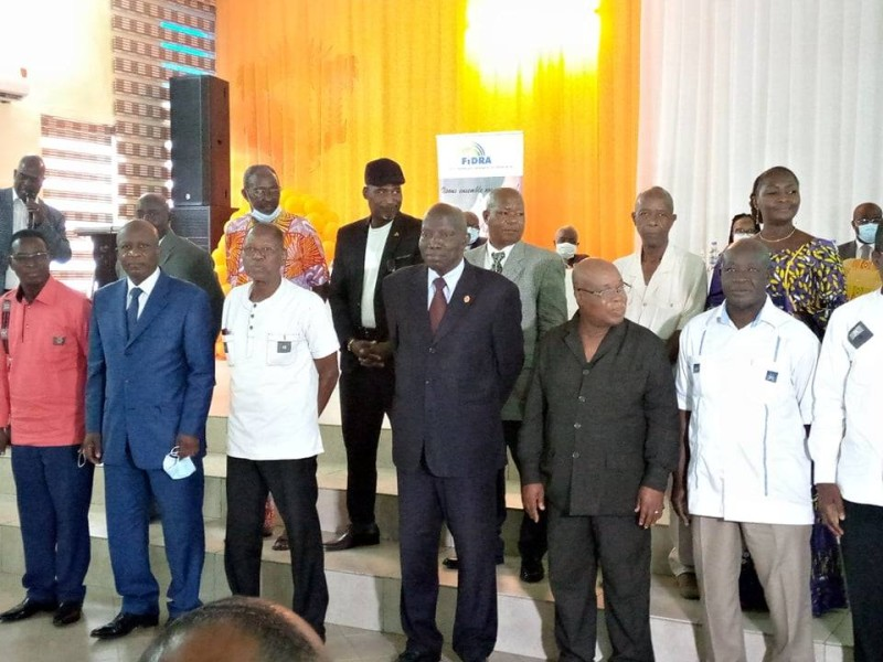 Le nouveau président de la Murepoci, Bernard Lago-Daleba, entouré de membres du Bureau exécutif national. (Dr)