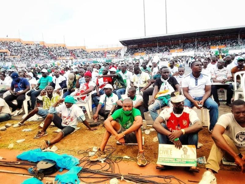 Ils étaient nombreux, les militants et sympathisants des partis de l'opposition à prendre d'assaut le stade Félix Houhpouët-Boigny (DR)