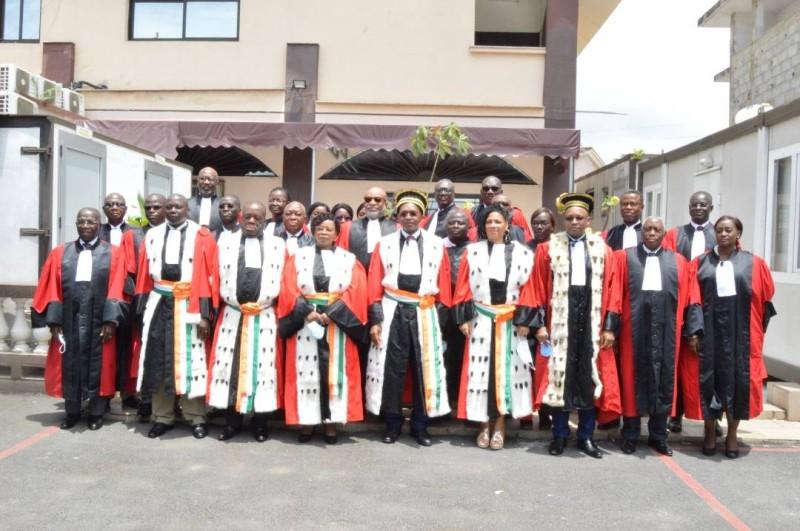 François Komoin (au centre) a invité les membres de son institution à redoubler d'efforts pour remplir leur part du pacte signé avec l'État. (DR)