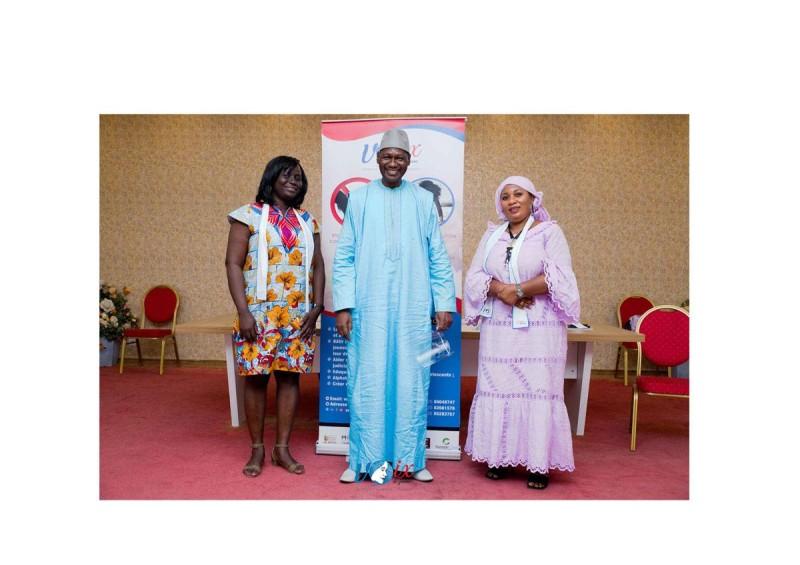 De gauche à droite, Yao AKissi Cedia Christelle, Touré Souleymane, le représentante du maire de Koumassi, Kourouma Rokia, l'une des marraines de l'Ong ont instruite l'assistance sur les notions de paix.