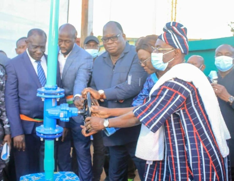Le Bouna Massa, les ministres Tchagba et Nialé Kaba, lors de l'ouverture des vannes à Bouna (DR)