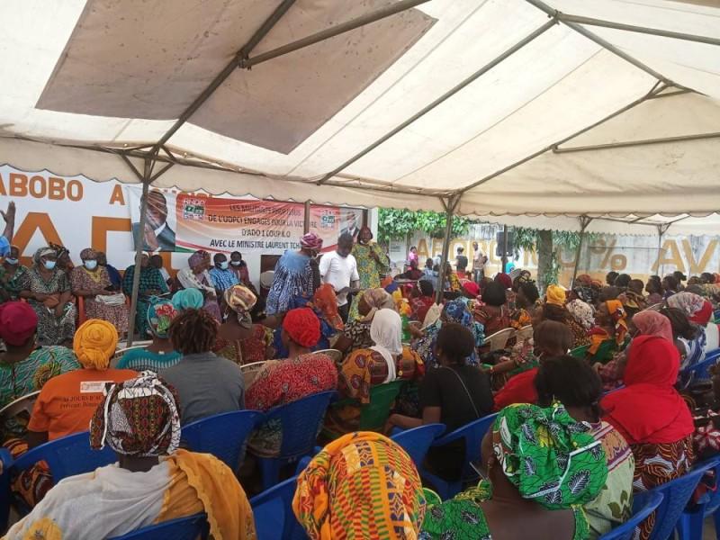 Les militants mi en mission pour la victoire d'Alassane Ouattara à la présidentielle 2020 (Ph: Salif D. CHEICKNA)