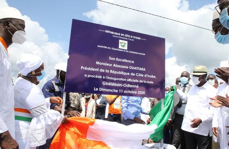 Dévoilement de la plaque de la nouvelle route Gbéléban-Odienné par le Chef de l'État. (Photos : Poro Dagnogo)