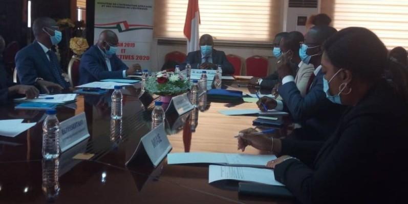 Les ministres Albert Flindé et Moussa Dosso ont rehaussé par leur présence, la rencontre. (Dr)