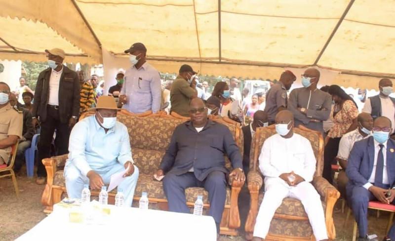 Le ministre Adjoumani et le Secrétaire d'Etat Siaka Ouattara autour du ministre Tchagba (DR)