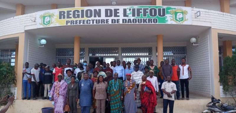 Représentant de la mediature, chefs traditionnels, leaders communautaires et corps préfectoral ont posé après la rencontre. (DR)